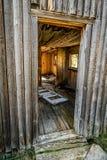 Entrada à casa velha do log Foto de Stock Royalty Free