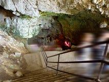 Entrada à caverna de Resava fotografia de stock