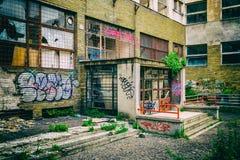 Entrada à construção abandonada Imagem de Stock