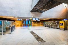 Entrada à estação do trem e de metro de Blaak em Rotterdam Países Baixos imagem de stock