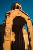 Entrada à igreja Arquitetura armênia Centro da cidade de Yerevan, Armênia Fundo religioso conceito do curso Khachkar de pedra orn Fotos de Stock Royalty Free