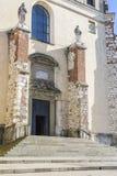 Entrada, abadía benedictina en Tyniec Foto de archivo