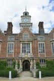 Entrada adornada con una torre de reloj Fotografía de archivo