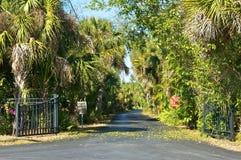 Entrada al camino privado tropical Imágenes de archivo libres de regalías