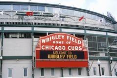 Entrada al campo de Wrigley, hogar de los Chicago Cubs, Chicago, Illinois foto de archivo