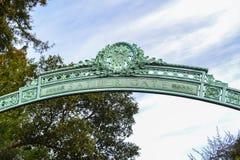 Entrada al campus de la universidad Fotografía de archivo libre de regalías