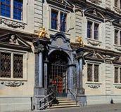Entrada al edificio de Rathaus en Zurich, Suiza Fotografía de archivo libre de regalías