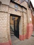 Entrada al edificio del siglo XIX Imágenes de archivo libres de regalías