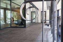 Entrada al edificio moderno Imagen de archivo libre de regalías