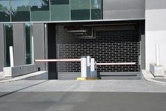 Entrada al garage de estacionamiento Fotos de archivo
