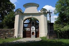 Entrada al jardín de la capilla de St Roch y Sebestian en Fulnek Fotos de archivo