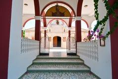 Entrada al monasterio de Panagia Kalyviani en la isla de Creta, Grecia Fotos de archivo libres de regalías