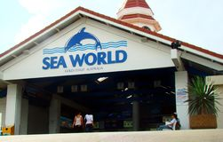 Entrada al parque de atracciones del mundo del mar en Gold Coast, Australia Él parque temático de los animales de mar del ` s fotografía de archivo