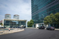 Entrada al rascacielos de la secretaría de la O.N.U Naciones Unidas y a la GEN foto de archivo libre de regalías