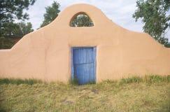 Entrada al sudoeste del estilo al rancho de Greer Garson foto de archivo libre de regalías