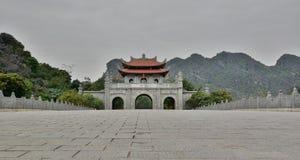 Entrada al templo de rey Dinh Tien Hoang Hoa Lu Provincia de Ninh Binh Vietnam Fotografía de archivo libre de regalías