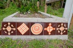 A entrada ao forte histórico Mose State Park apresenta a arte finala bonita do azulejo ao longo de um plantador Fotos de Stock Royalty Free
