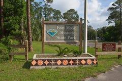 A entrada ao forte histórico Mose State Park apresenta a arte finala bonita do azulejo ao longo de um plantador Imagens de Stock Royalty Free