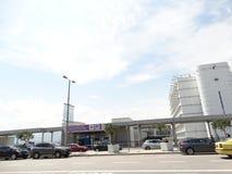 Entrada ao metro e ao aeroporto de estacionamento de Atenas imagens de stock