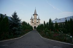 A entrada ao monastério Oradea imagens de stock