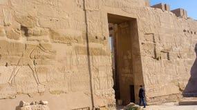 Entrada ao templo antigo imagens de stock