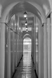 Entrada arqueada en blanco y negro Imagen de archivo libre de regalías