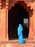 Entrada azul de la sari foto de archivo libre de regalías