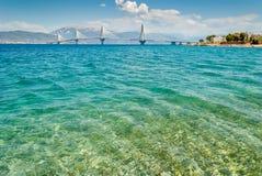 Entrada bonita do canal de Corinth com ponte de Patra imagens de stock royalty free