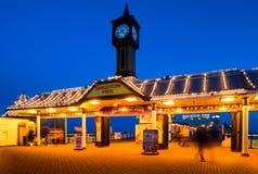 Entrada a Brighton Pier en Brighton, Inglaterra Foto de archivo