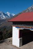 Entrada budista y águila Himalayan Fotos de archivo libres de regalías