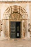 entrada Catedral de St Anastasia Zadar Croácia fotografia de stock royalty free