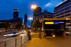 Entrada central do metro da estação de Francoforte com skyline Fotografia de Stock Royalty Free