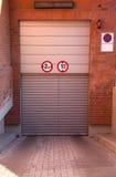 Entrada cerrada a un parking subterráneo Fotografía de archivo libre de regalías
