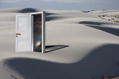 Entrada com cosmos no deserto branco ilustração do vetor