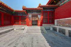 Entrada con las puertas chinas rojas Imagen de archivo libre de regalías