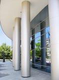 Entrada corporativa moderna del edificio del asunto Imagenes de archivo