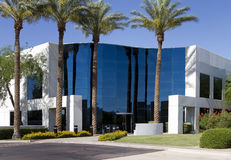 Entrada corporativa moderna nova do prédio de escritórios Imagem de Stock