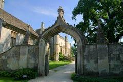 Entrada da abadia de Lacock fotos de stock royalty free