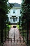 Entrada da casa da porta do ferro Foto de Stock