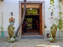 Entrada da casa do porto do ` s de Taylor, Gaia, Portugal fotografia de stock