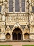 Entrada da catedral de Salisbúria imagem de stock royalty free