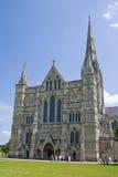 Entrada da catedral de Salisbúria, Inglaterra foto de stock royalty free
