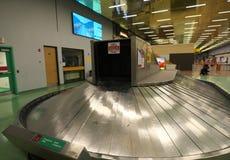 Entrada da chegada do aeroporto de Whitehorse imagem de stock