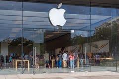 Entrada da loja de Apple fotografia de stock royalty free