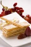 Entrada da pastelaria com fruta e queijo Imagem de Stock Royalty Free