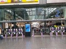 Entrada da plataforma na estação de Piccadilly, Manchester imagem de stock