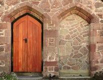 Entrada da porta da igreja imagem de stock royalty free