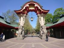 Entrada da porta do elefante de Berlin Zoological Garden imagem de stock
