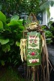 Entrada da porta do templo do Balinese da decoração com as plantas em Bali Indonésia Fotografia de Stock