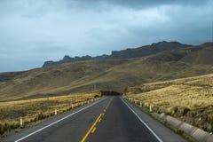 Entrada de autom?veis da montanha no Peru imagem de stock